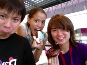Mica: Waaah gutom na ako. I'll eat this blue donut na.