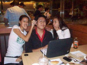 Wacky Moment at Krispy Kreme with Bong and Jade - And i'm wearing a Tarbak Shirt :P