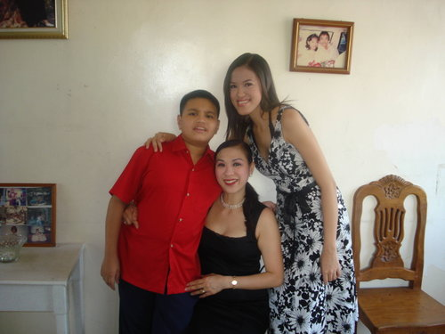 With Carlo and Mama before my graduation last November 2007