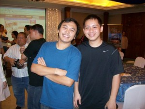 Kuya Markku and Jehz at the Emerging Influential Blogs of 2008 awards night (August '08). Dati, mas payat si Jehz. Now....