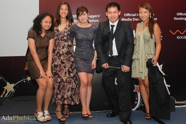 Jehz Bond and the Girls at Nuffnang Blog Awards