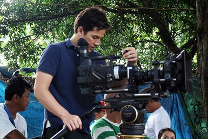 Direk Paul Soriano working on his first full-length film
