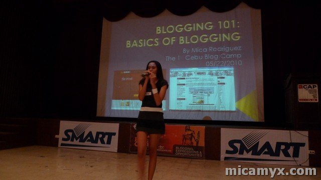 Nah, I'm not singing. I'm narrating my blog story here! :P