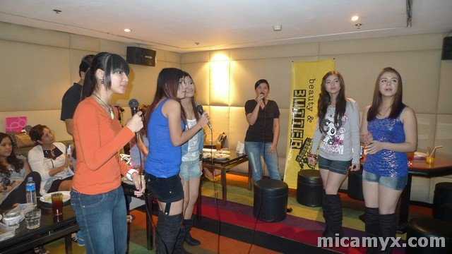 Lorna Tolentino singing 'Time after Time' with the Pop Girls