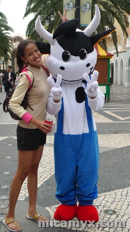 Mica and the Cow in Macau :P