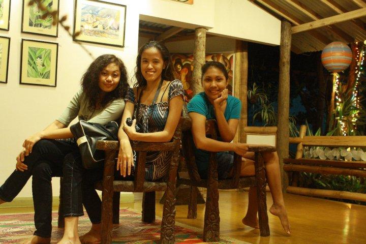 Tres Lakwatseras in Ka Lui