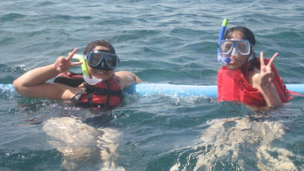 Maire and Mica snorkels for the first time