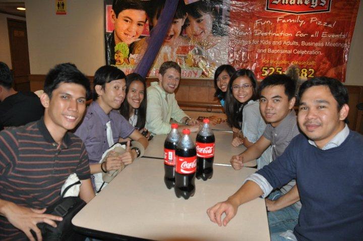 At Shakey's Malate with Bryan, Jonas, Matt, Sarah, Cai, Mikko and Jerome :D (Photo by Melo Villareal)