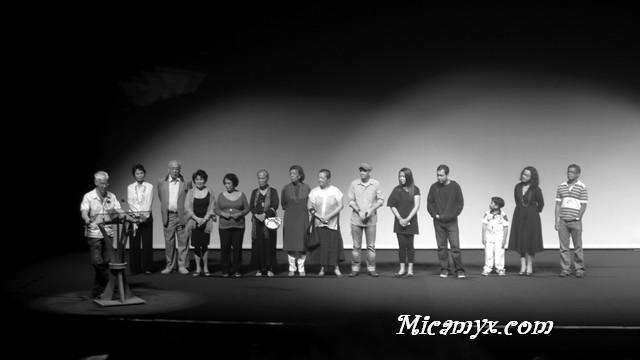 Loy Arcenas with the cast and crew of Niño